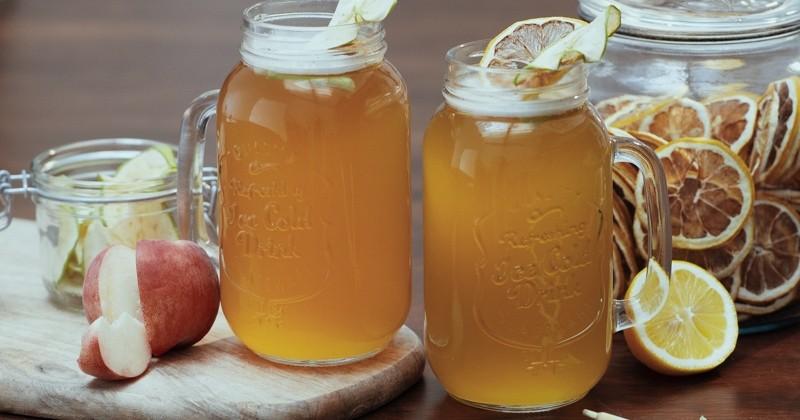 Préparez un délicieux cocktail à la bière, à la citronnelle et à la crème de citron!