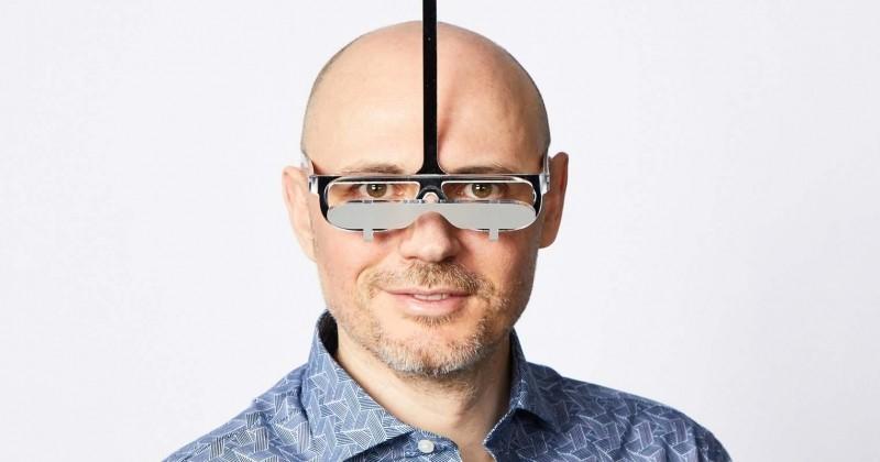 Il invente des lunettes permettant aux petites personnes de voir comme les grandes