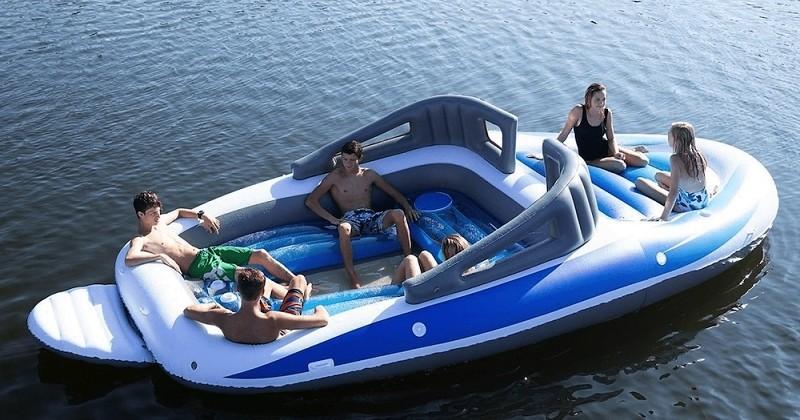 Plus besoin de dépenser des milles et des cents, ce yacht gonflable va devenir votre meilleur ami pendant l'été !
