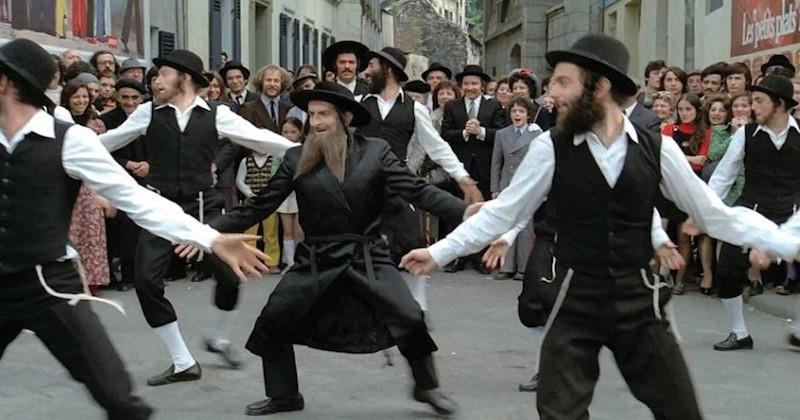 La célèbre danse de Rabbi Jacob rejouée le temps d'un flahsmob à Paris