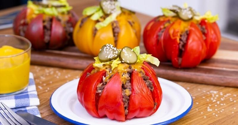 Découvrez les tomates de France farcies façon cheeseburger : un joli plat pleins de couleurs et de saveurs !