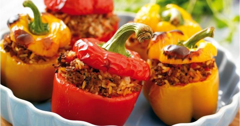 Testez les poivrons farcis à la viande hachée et au fromage pour un repas savoureux et coloré !