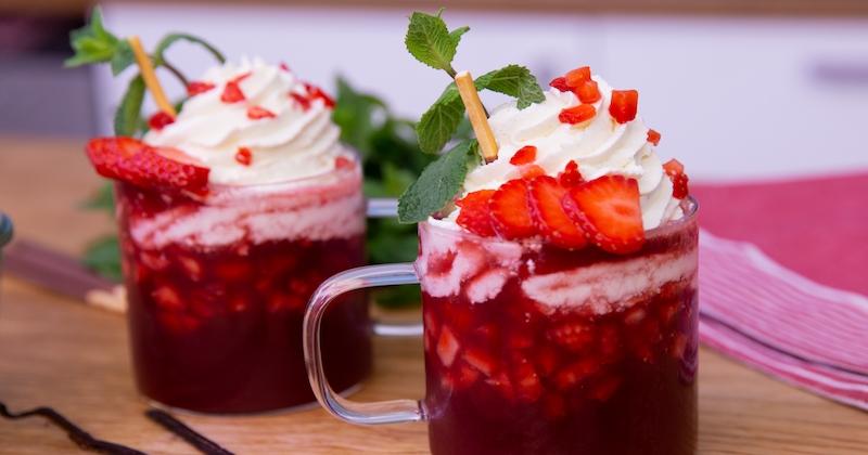Associez la fraîcheur des fruits à la gourmandise de la chantilly avec notre cappuccino aux fraises!