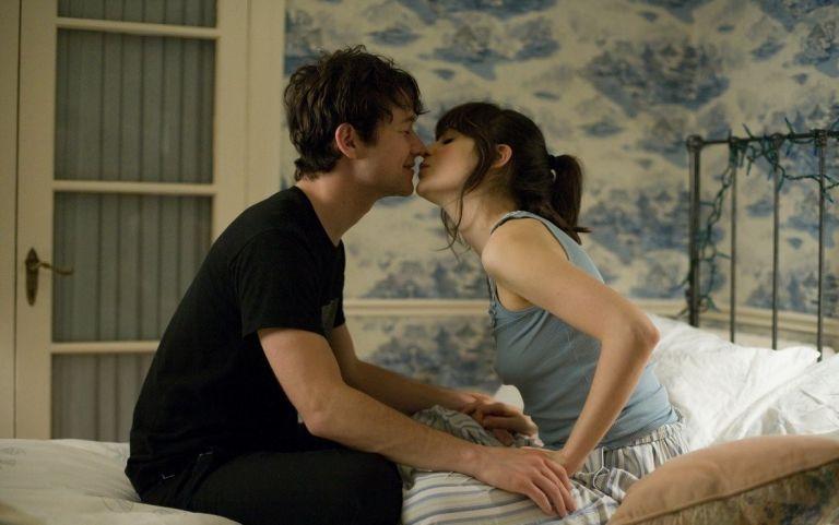 12 erreurs que les hommes font trop souvent au lit et qui peuvent nous couper compl tement l - Meilleurs positions au lit ...