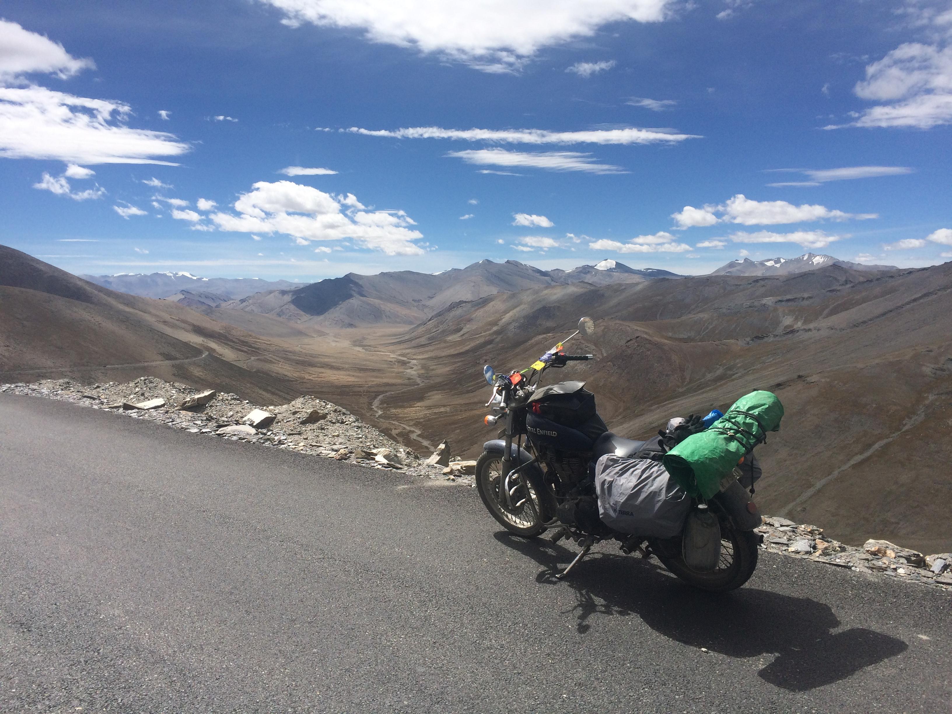en 77 jours il a parcouru 11 000 kilom tres sur sa moto travers l 39 inde et ses photos donnent. Black Bedroom Furniture Sets. Home Design Ideas