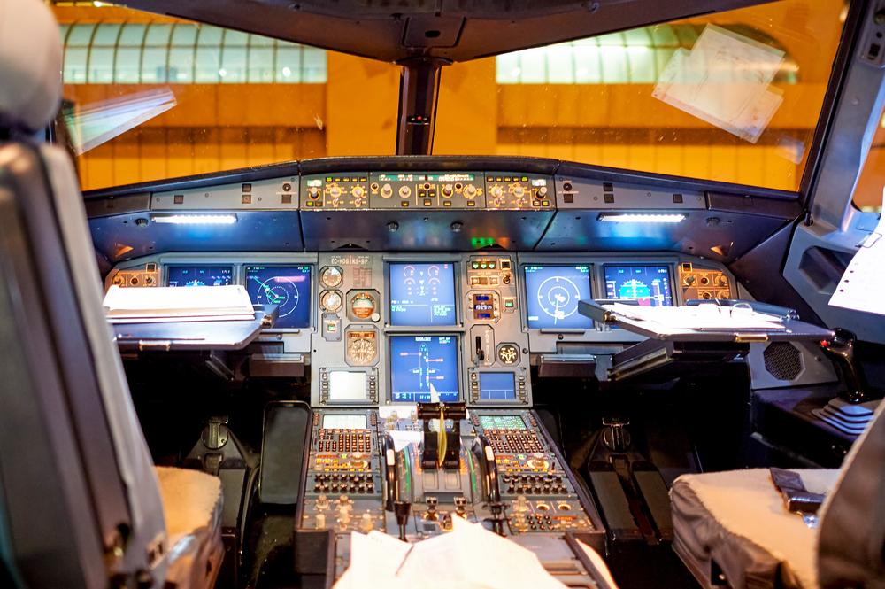 Devenir pilote de ligne en 24 mois avec seulement le bac for Interieur avion air france
