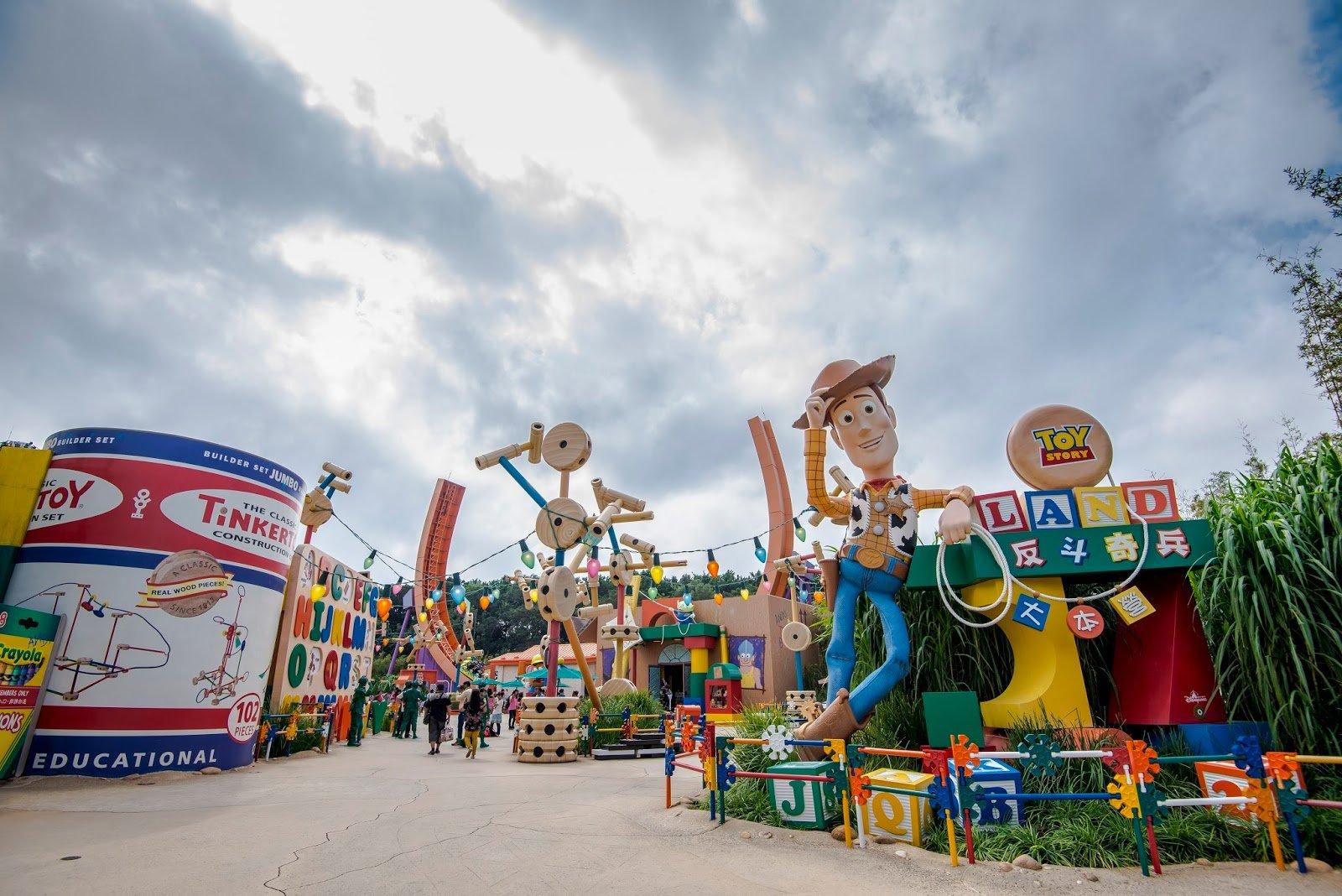 Un parc d 39 attractions sur le th me de toy story va voir le - Le cochon de toy story ...