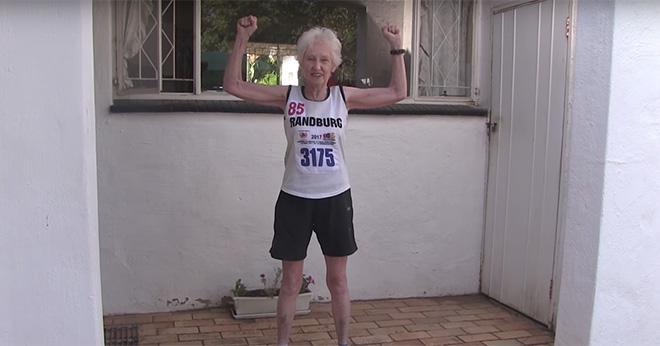 Elle boucle un semi-marathon à 85 ans — Afrique du Sud