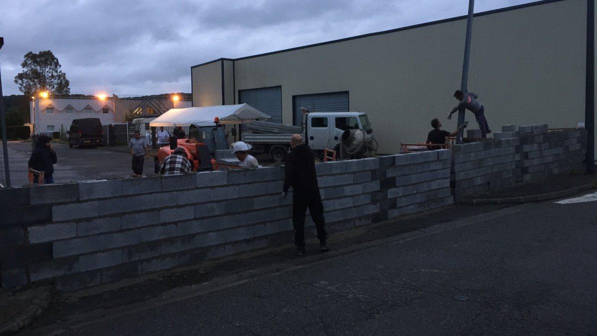 Le mur français « anti-migrants »  Action-3185771