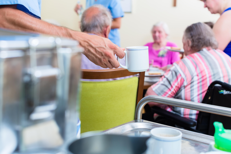 Privés de douche depuis trois semaines en maison de retraite — France