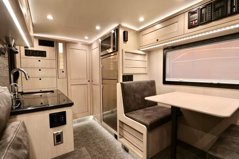 Le EarthRoamer XV-LTS, un camping-car 4x4 de luxe pour explorer le monde sans limite ! Par Clément P.                      Capture%20d%E2%80%99e%CC%81cran%202018-06-05%20a%CC%80%2014.36.20