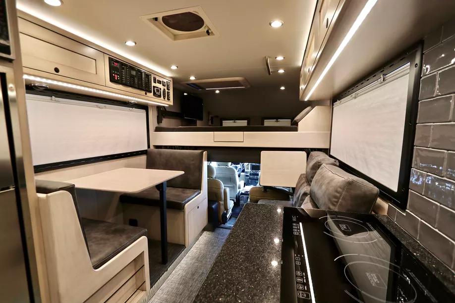 Le EarthRoamer XV-LTS, un camping-car 4x4 de luxe pour explorer le monde sans limite ! Par Clément P.                      Capture%20d%E2%80%99e%CC%81cran%202018-06-05%20a%CC%80%2014.36.32