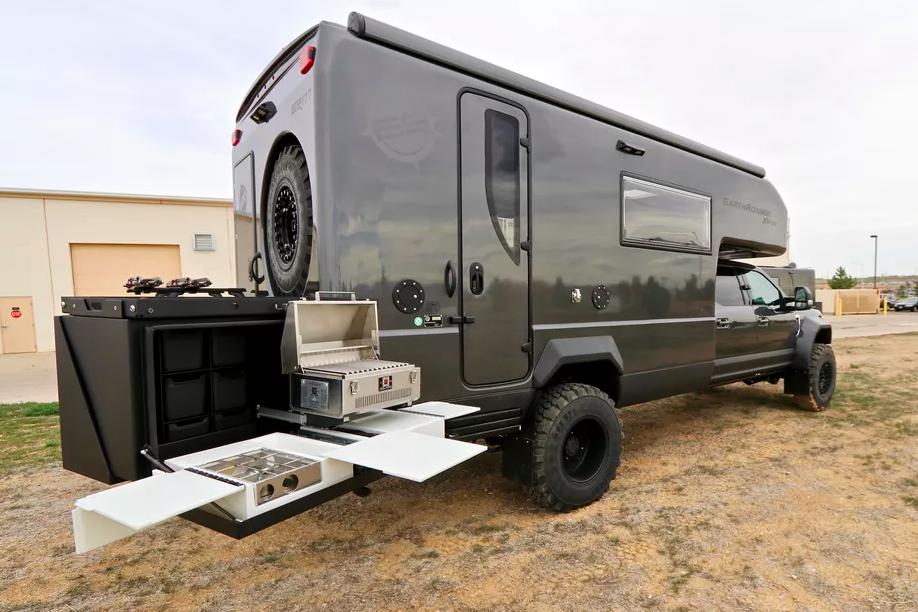Le EarthRoamer XV-LTS, un camping-car 4x4 de luxe pour explorer le monde sans limite ! Par Clément P.                      Capture%20d%E2%80%99e%CC%81cran%202018-06-05%20a%CC%80%2014.37.23