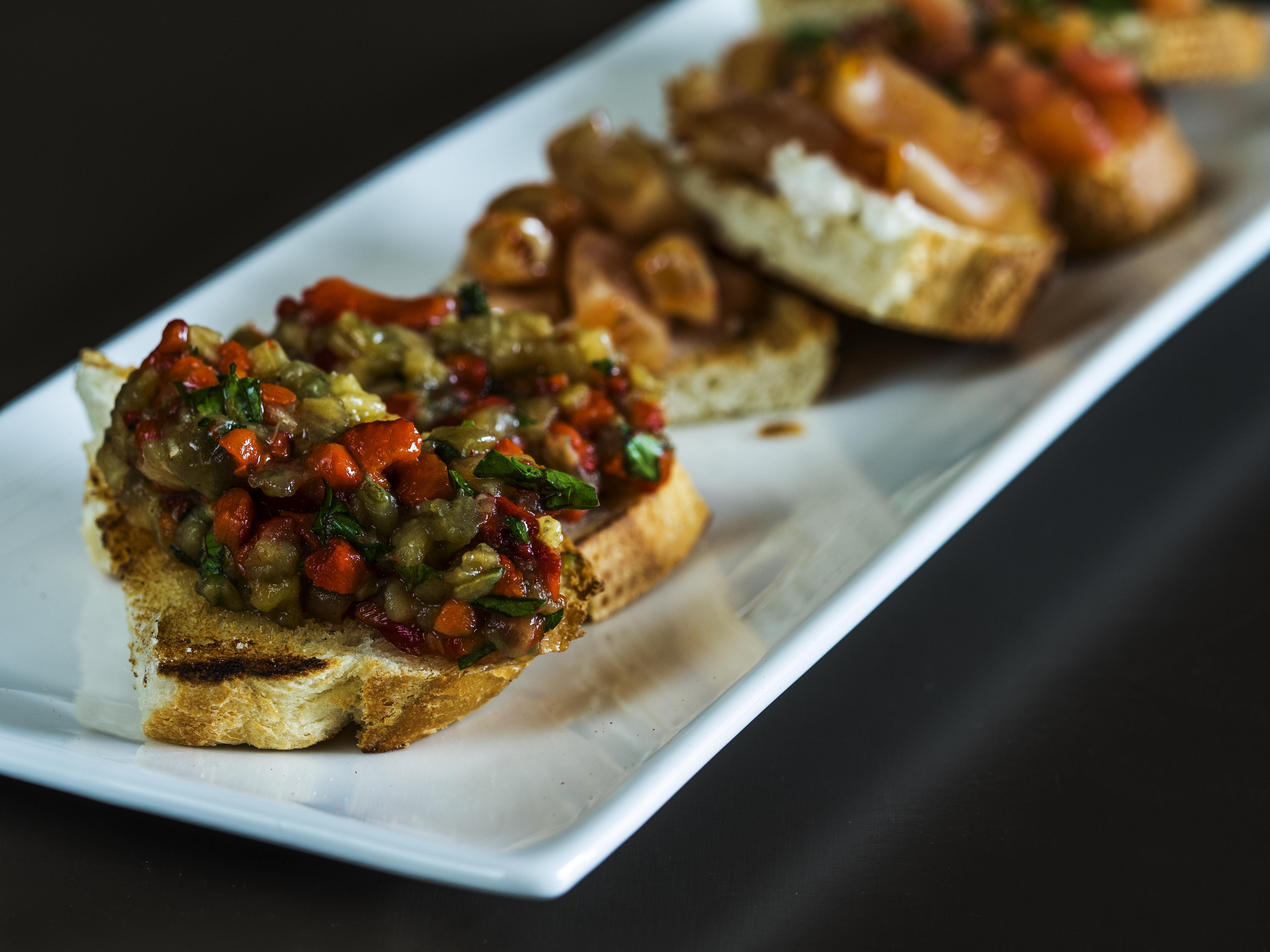Savourez de d licieuses bruschettas v g tariennes avec cette recette aux aubergines grill es - Recette avec aubergine grillee ...