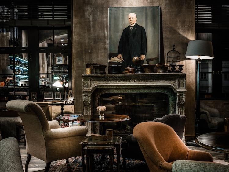 en belgique un superbe ancien bureau de poste a t. Black Bedroom Furniture Sets. Home Design Ideas