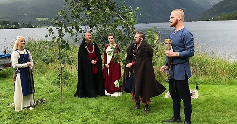 Un mariage viking célébré pour la première fois depuis 1000 ans en Norvège VikingCOUV2
