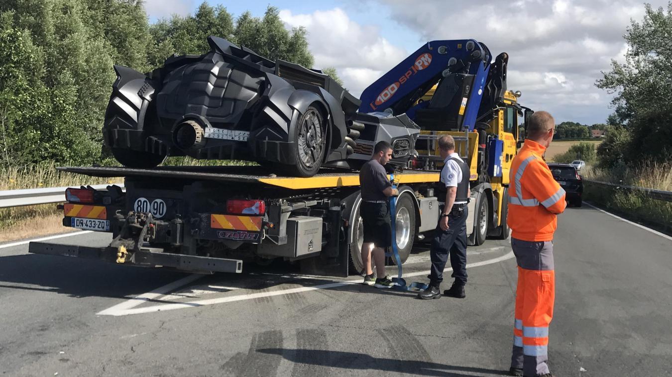 La « Batmobile » d'un Youtubeur a été en partie détruite par une Renault Scenic