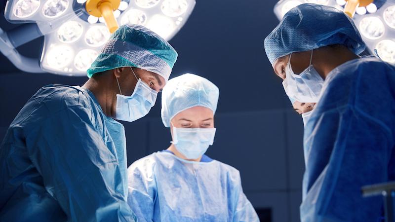 Le chirurgien gravait ses initiales sur le foie de ses malades