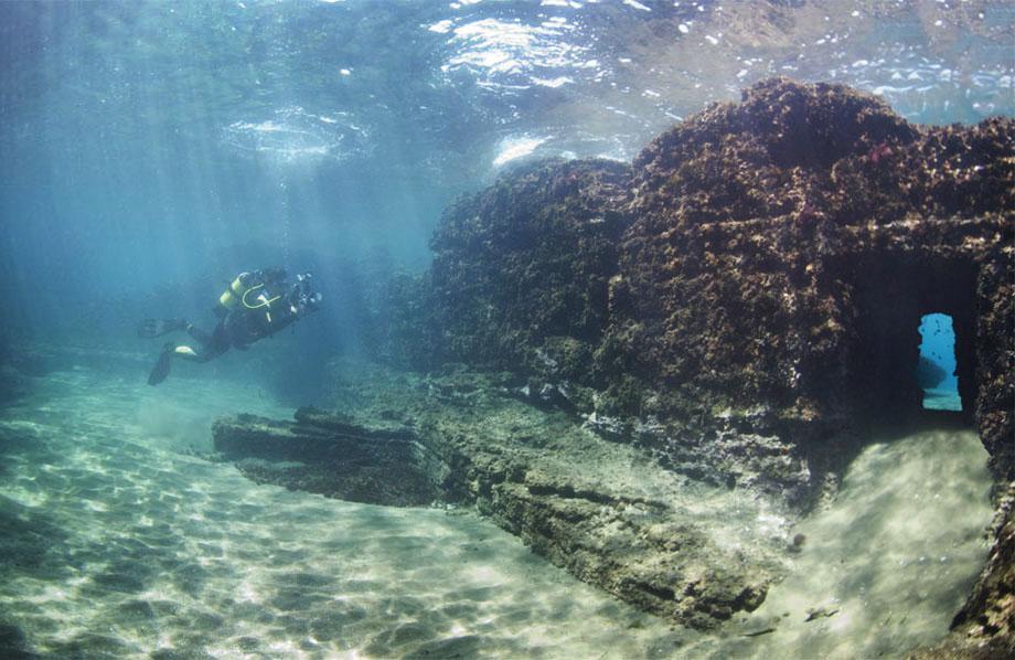 Aujourd'hui engloutie sous les eaux, cette station de vacances était autrefois considérée comme le Saint Trop' de la Rome Antique ! Par Nathan Weber A