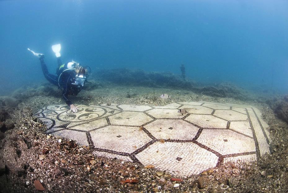 Aujourd'hui engloutie sous les eaux, cette station de vacances était autrefois considérée comme le Saint Trop' de la Rome Antique ! Par Nathan Weber B