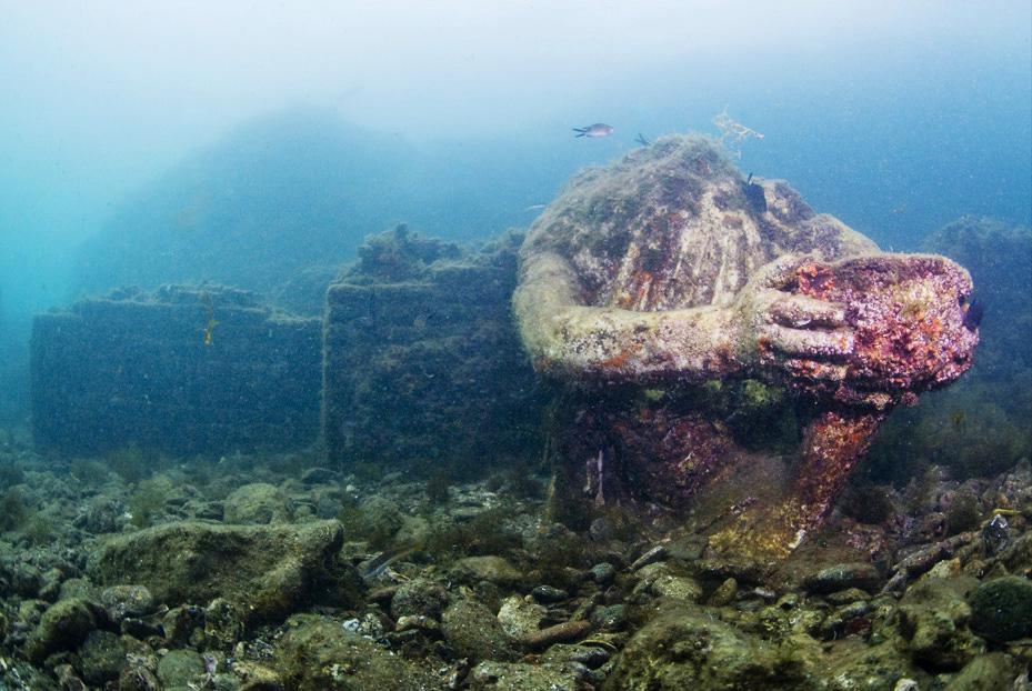 Aujourd'hui engloutie sous les eaux, cette station de vacances était autrefois considérée comme le Saint Trop' de la Rome Antique ! Par Nathan Weber E