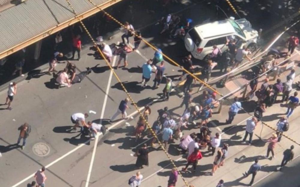Une voiture fauche délibérément des piétons à Melbourne, plusieurs blessés — Australie