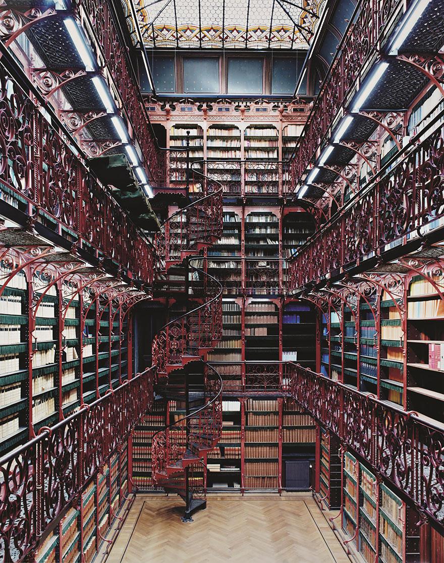 Recherche d'images - appel à contribution - Page 2 Amazing-libraries-6__880