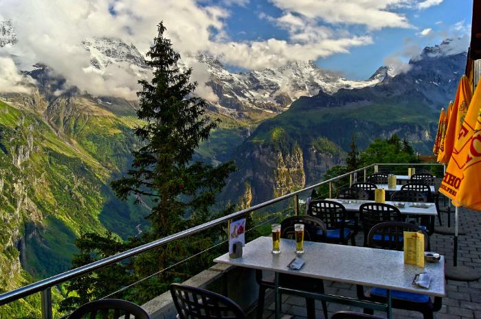 29 restaurants absolument magnifiques qui vont vous faire for Cafe du jardin eze