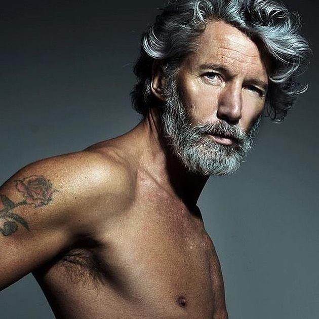 Coupe de cheveux gris pour homme