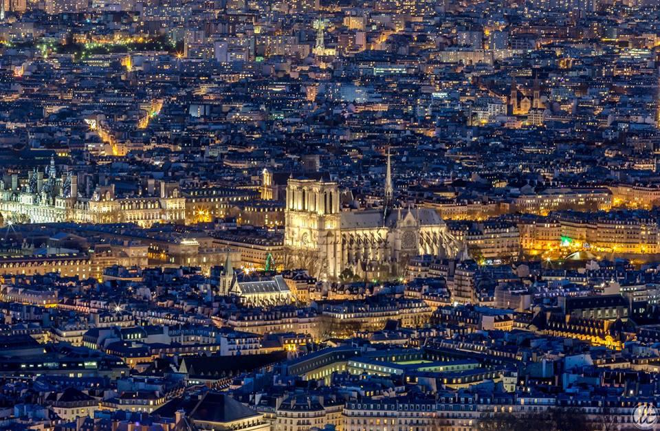 Paris ville lumi re voici 16 photos sublimes qui for Piscine de nuit paris