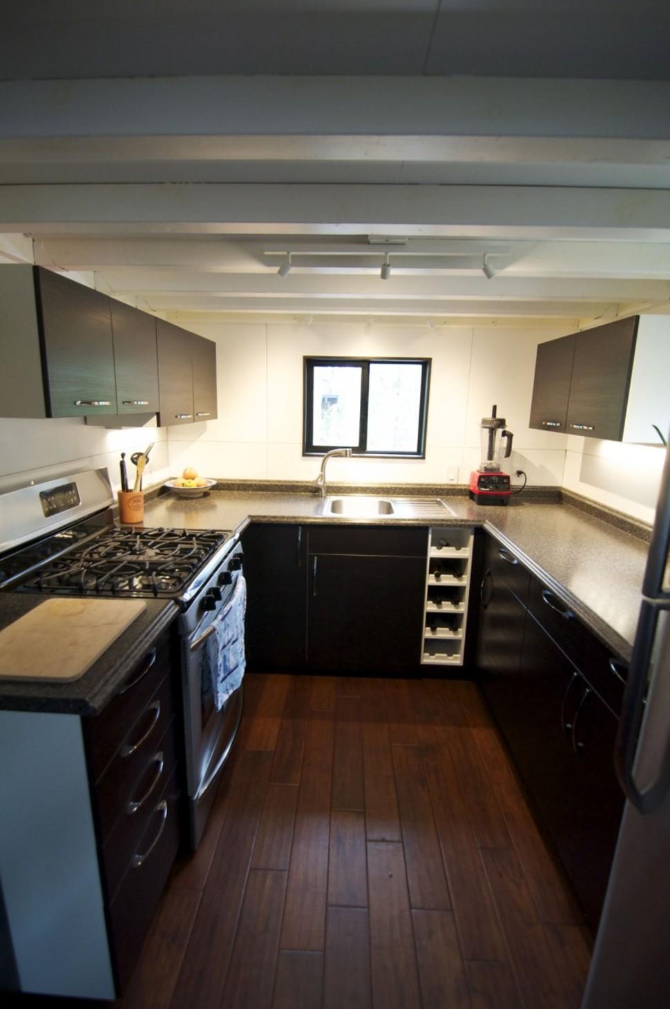 Un couple vit dans une maison toute petite et pourtant c for Small house plans with large kitchens