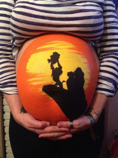 il peint des dessins anim s sur le ventre de sa femme enceinte original. Black Bedroom Furniture Sets. Home Design Ideas
