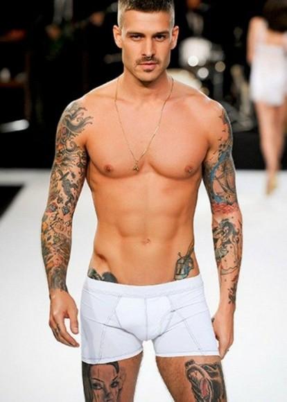 Homme Costaud ces quinze hommes tatoués vont vous donner soif