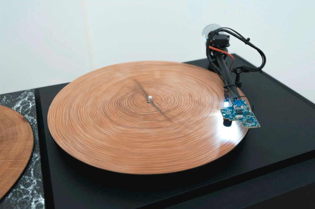 une machine incroyable qui transforme les troncs d 39 arbres en v ritables vinyles r sultat une. Black Bedroom Furniture Sets. Home Design Ideas