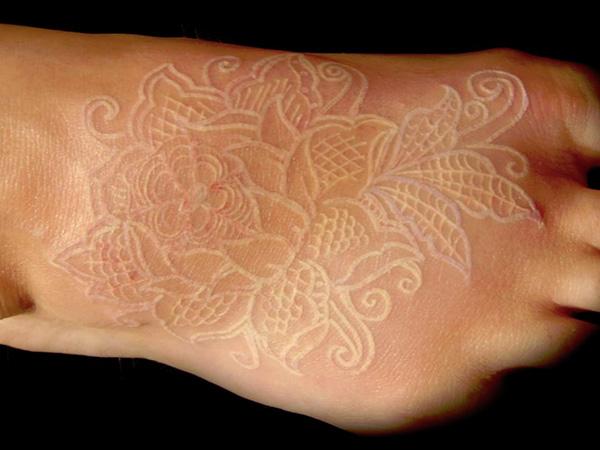 et si vous testiez les tatouages à l'encre blanche ? voici des