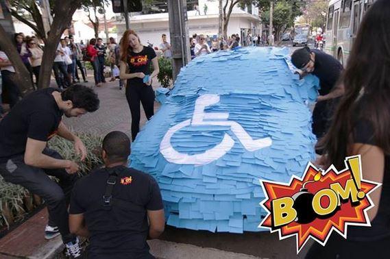 en se garant sur une place handicap il ne s 39 attendait s rement pas retrouver sa voiture dans. Black Bedroom Furniture Sets. Home Design Ideas