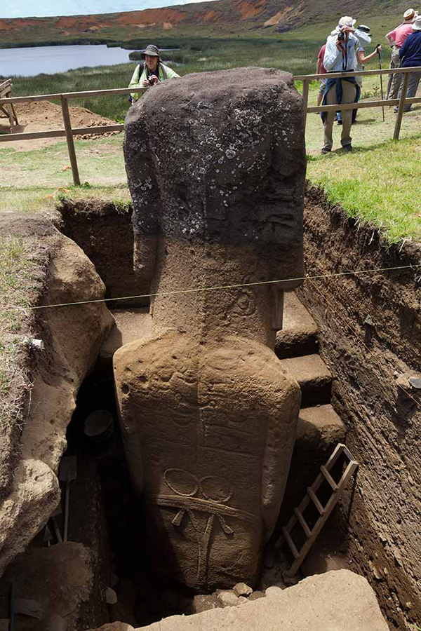 STATUE  DIVERS insolites  Easter-island-statue-bodies-1