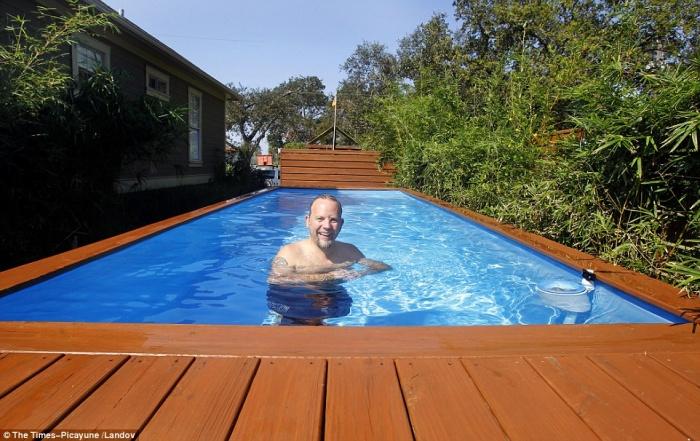 un architecte transforme un conteneur en piscine le r sultat est absolument sublime et c 39 est. Black Bedroom Furniture Sets. Home Design Ideas