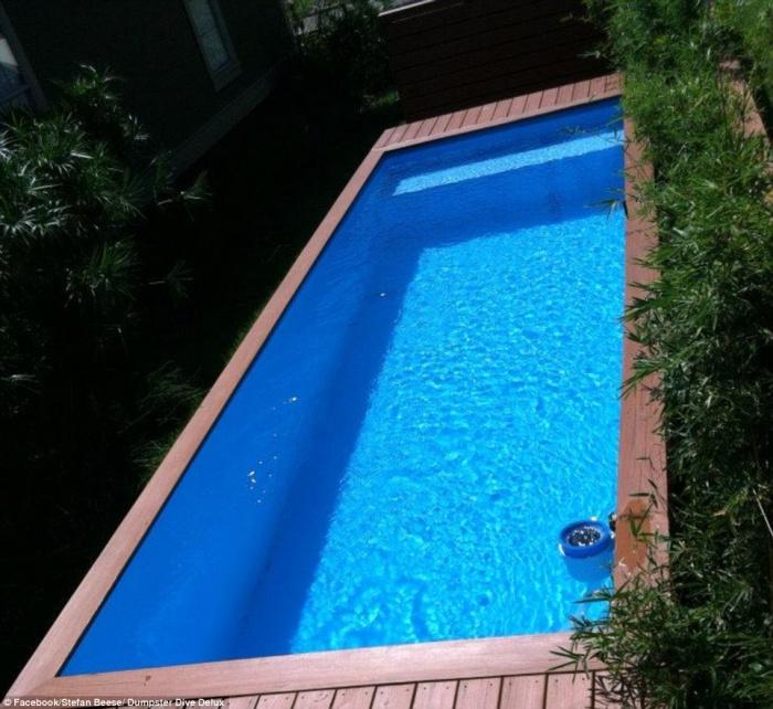 un architecte transforme un conteneur en piscine le. Black Bedroom Furniture Sets. Home Design Ideas