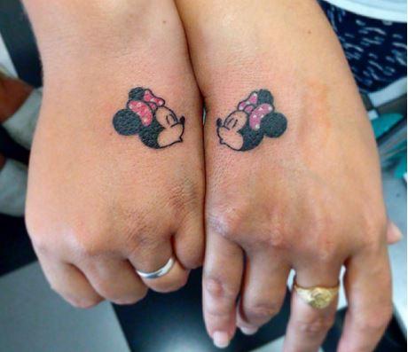 ces 19 tatouages disney sont juste g niaux surtout que ce sont des amoureux qui se sont fait. Black Bedroom Furniture Sets. Home Design Ideas