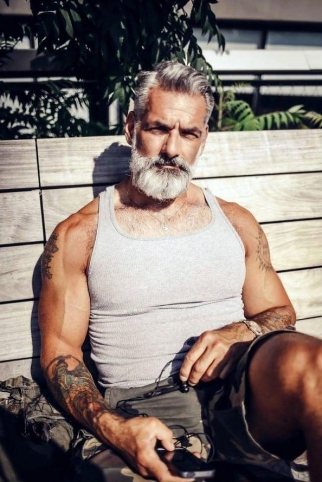 homme gay qui baise jeune et vieux gay