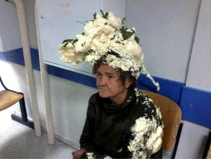 Cette femme confond sa mousse pour cheveux avec de la mousse expansive servant aux travaux dans - Mousse dans les urines ...