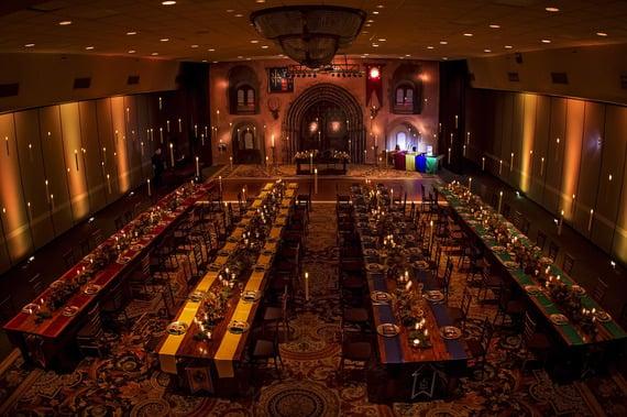 La salle de réception ressemble beaucoup à la « Grande Salle de Poudlard »\u2026