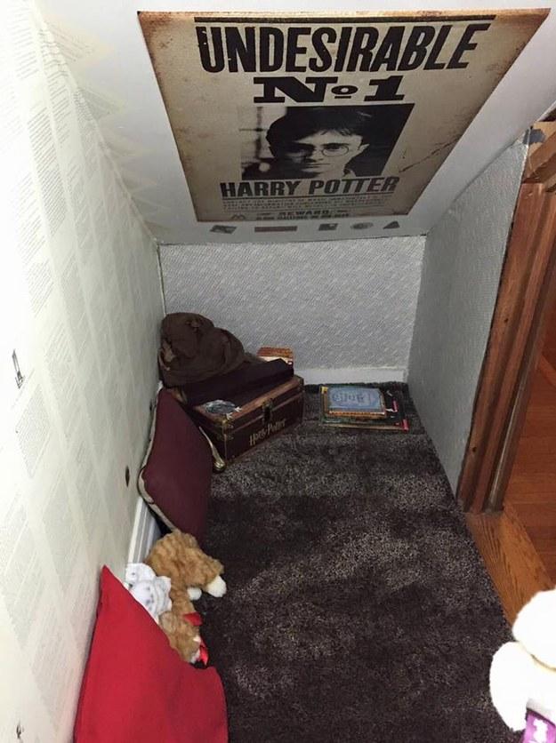 Avoir un placard sous l 39 escalier en guise de chambre comme for Chambre harry potter