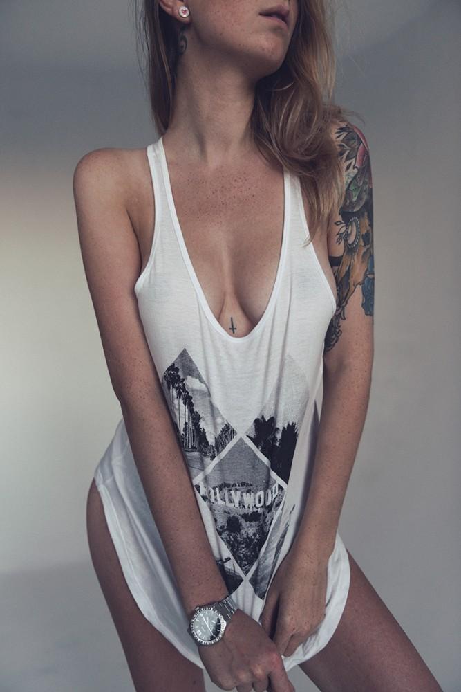 le tatouage mandala féminin sous la poitrine : 38 photos pour