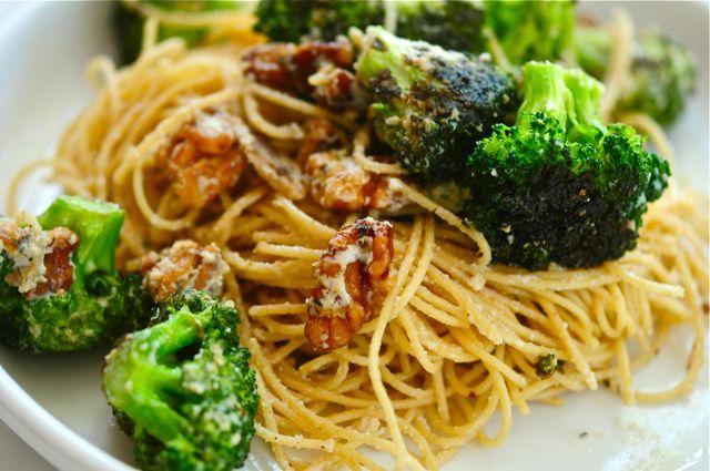 Cuisinez des spaghettis originaux et uniques avec cette recette de courges spaghettis aux - Comment cuisiner courge spaghetti ...