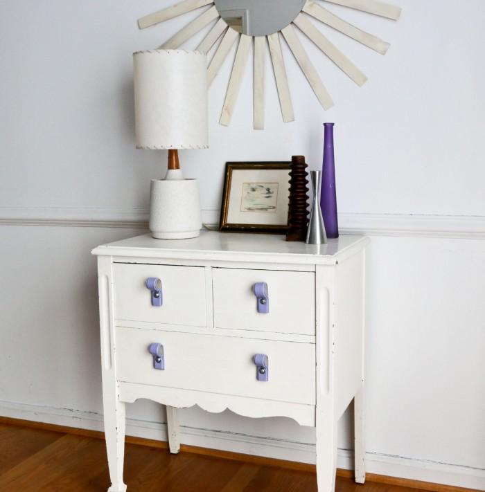 relookez une vieille commode gr ce cette ceinture que. Black Bedroom Furniture Sets. Home Design Ideas