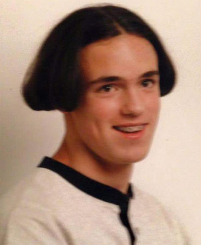 33 photos des pires coiffures jamais r alis es attention - Coupe bol homme ...