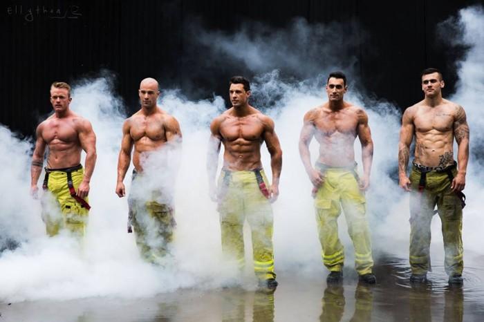 Les photos exclusives du calendrier des pompiers français