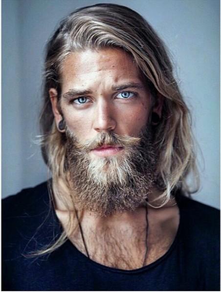 21 photographies d 39 hommes qui les cheveux longs vont. Black Bedroom Furniture Sets. Home Design Ideas